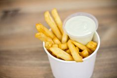 French fries and mayo. Hangover Food, French Fries, Carrots, The Cure, Chips, Vegetables, Eat, Drinks, Life