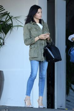0a70542a87e2 Jeans queen  Jenna Dewan-Tatum dressed in flattering skinny jeans and a  khaki jacket