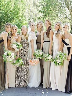 Bridesmaid mixing colors and patterns