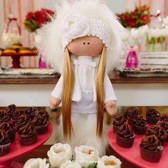 "#mulpix Boneca Russa feita exclusivamente para este Chá de bebê com tema ""Urso Polar"" e cupcakes delicia da @araphaquefaz!!! Amo esta festa... Chá de bebê com tema ""Urso Polar"" e cantinhos que me fazem suspirar!!! Como amo essa festa... ❤️❤️❤️  #studiogamarano  #detalhes  #ursopolar  #chadebebe  #babyshower  #babygirlshower  #festademenina  #festaemcasa  #festaintimista  #maedemenina  #maedeprimeiraviagem  #maternidade  #maternity  #rusticdecor  #rusticparty  #festarustica"