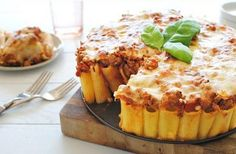 At First Glance I Thought It Was Just A Cake Or A Pie. But This Genius Creation Of Pasta I Really Have To Try Tonight!