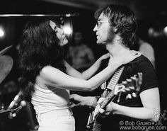 Yoko Ono-Lennon and John Lennon (by Bob Gruen, 1972 Courtesy Bob Gruen) (Source- http://www.examiner.com/slideshow/john-and-yoko-by-bob-gruen-1972-1#slide=2)