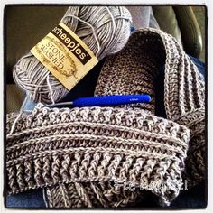 Ik kocht bij  Wol & Zo  bolletjes stonewashed, Scheepjes. Deze cowl kan ik 2 keer rond mijn nek doen, weliswaar niet op d... Crochet Hood, Crochet Diy, Crochet Poncho, Love Crochet, Crochet Scarves, Crochet Stitches, Crochet Patterns, Crochet Shawls And Wraps, Knitting