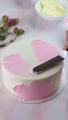 Cake Decorating Frosting, Creative Cake Decorating, Cake Decorating Designs, Cake Decorating Videos, Cake Decorating Techniques, Nutella Birthday Cake, Chocolate Birthday Cake Decoration, Pretty Birthday Cakes, Baby Birthday Cakes
