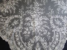 CIRCA 1880,ELEGANT BRUSSELS LACE TRIANGULAR LACE SHAWL     (Item #AL369)