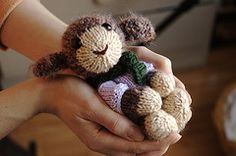 pattern available on Ravelry (Fuzzy Lamb). Free, simple and really easy to modify to get different animals.