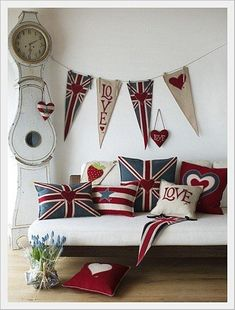 Bunting :: Jan Constantine's Pop Art Collection of union jack soft furnishings and accessories. Home Design, Interior Design Trends, Design Design, Interior Decorating, Design Ideas, Deco London, London Decor, Rooms Decoration, Union Jack Cushions