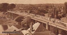 Tour de France 1952. 3^Tappa, 27 giugno. Le Mans > Rouen. Il ponte sulla Sarthe a Beaumont-sur-Sarthe [Le Miroir des Sports]