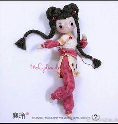 Weibo crochet activity ~ 襄玲🌸 Xiang Ling Pattern by: 灬九夏 Crochet Fairy, Cute Crochet, Beautiful Crochet, Yarn Dolls, Knitted Dolls, Crochet Dolls, Crochet Doll Pattern, Crochet Patterns, Kokeshi Dolls