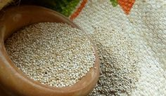 2013 es el Año de la Quinua. Es un alimento tradicional andino muy nutritivo, con propiedades unicas, por sus altas cualidades nutritivas. Posee todos los aminoacidos esenciales y oligoelementos necesarios. Sustituye a las proteinas de origen animal, es apto para vegetarianos y celiacos. Puede contribuir a la seguridad alimentaria en zonas donde los suelos son pobres. Para los agricultores de #quinua, vender en la red de #comerciojusto supone ingresos estables y conservar sus cultivos.