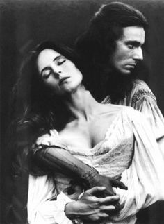 The Last of the Mohicans: Daniel Day-Lewis & Madeleine Stowe.