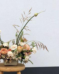 Good morning beautiful world🌾 Wedding Flower Inspiration, Wedding Flowers, Wild Grass, Beautiful World, Floral Design, Floral Wreath, Wreaths, Weddings, Floral Crown