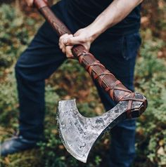 Two Handed Berserker Axe Katana, Beil, Viking Axe, Viking Sword, Battle Axe, Medieval Weapons, Arm Armor, Fantasy Weapons, Knives And Swords