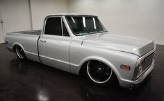 1971 Chevrolet C10 SWB Pickup Air Ride:  2 door Turbo 400 automatic transmission and black on the inside and the outside money, of 18,588,000 and a 350 V8 engine with wheels 20 inches; Numbers wine used: CE1412613465 and numbers are not matched.   This vehicle is available for sale, contact us on: www.misterdeals.com / or call us on: 08-05-08-02-81 if you are interested in this vehicle.   Our prices are: 18.499 euros
