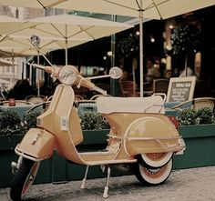 Beige Vintage Vespa (so stylish!)