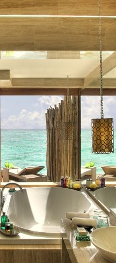 Take one epic bath at the Vivanta by Taj in the #Maldives #LooWithAView