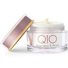 Q10 Aloe Vera & Rose anti-aging dagkrem gir deg all den pleie og næring huden din trenger – med en himmelsk roseduft! Fuktigheten er innkapslet i mikroskopiske oljedråper, som danner en beskyttende hinne på huden og holder på næringen, slik at aldringsprosessen bremses. Anti Aging Cream, Aloe Vera, Rose, Beauty, Pink, Roses, Beauty Illustration
