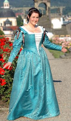Distinctive ladder-laced Venetian bodice, only lightly stiffened and so has the earlier look with the curve over the bust and abdomen. Italian Renaissance Dress, Renaissance Costume, Medieval Costume, Renaissance Clothing, Renaissance Fashion, Medieval Dress, Historical Costume, Historical Clothing, Italian Outfits