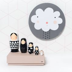 Ze zijn zo leuk deze matroesjka's! De zwart wit poppetjes staan prachtig in de kinderkamer! De nesting dolls zijn verkrijgbaar bij SuzyB!