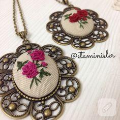 Gül desenli berezilya nakışı - rokoko etamin kolye çok zarif. / Elegant embroidery pendant.
