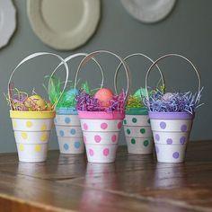 osterkörbchen aus plastikbechern basteln mit kindern