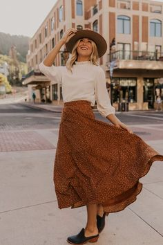 Simple maxi skirt with elastic waist. Copper maxi length skirt perfect for fall outfits. See this maxi skirt as well as other fun modest skirts in our modest fashion online boutique. Boho Outfits, Modest Outfits, Modest Fashion, Fall Outfits, Cute Outfits, Apostolic Fashion, Skirt Fashion, Apostolic Style, Modest Skirts