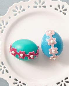 Easter Egg Ideas: Looking to try something different for your Easter egg decorating this year? All you need are three crafting supplies for this dainty egg: a pop of painted color, a roll of felted ribbon and a string of pearls.