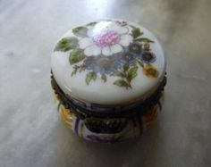 Limoges Trinket - Pill box, Porcelain Art. French.
