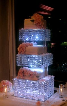 >>*CRYSTAL CAKE STAND*<< Chandelier style ..I want this cake stand, maybe I can make a look a like?