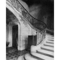 Paris 1900 - Staircase Hotel de Brinvilliers rue Charles V Canvas Art - Eugene Atget (24 x 30)