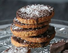 Voici la version saine et IG bas des célèbres biscuits Granola, ces biscuits secs sablés, nappés de chocolat noir ou de chocolat au lait.
