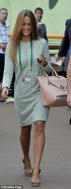 Kim Sears in a mint dress by Victoria Beckham at Wimbledon the day Andy Murray won the final. I lover her wedges and her mulberry bag!