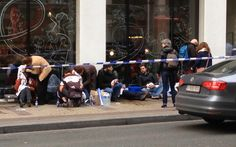 Feridos em explosão no metrô de Bruxelas recebem socorro na calçada
