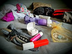 How to fit more things in your carry - on luggage - hacks for packing a suitcase - Organza Bags Blog - Producer of packaging for gifts, jewelry, decorations! Suitcase Packing, Carry On Suitcase, Carry On Luggage, Packing Clothes, Clothes Steamer, Burlap Bags, Pack Your Bags, Hand Luggage, One Clothing