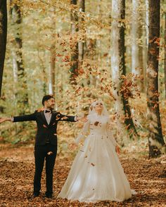 Sevgili Ayşe ve Yüşa ile sonbahardan geriye kalanlar 🍁🍂 Muslim Couple Quotes, Cute Muslim Couples, Cute Couples, Muslimah Wedding Dress, Hijab Wedding Dresses, Muslim Couple Photography, Wedding Photography, Nature Photography, Couple Pics For Dp