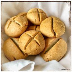 AIP-freundliche Sonntagsbrötchen. Sie werden auf Basis von Kokosmehl und Tapiokastärke schnell und einfach zubereitet! Probieren und unbeschwert genießen!