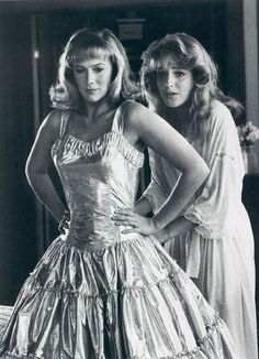 "Kathleen Turner y Helen Hunt en ""Peggy Sue se Casó"" (Peggy Sue Got Married), 1986"