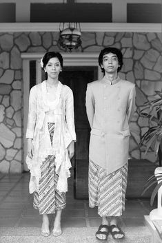 Heirat von Javanese Asha und Bayu in Jakarta Javanese Wedding, Indonesian Wedding, Pre Wedding Poses, Pre Wedding Photoshoot, Photoshoot Fashion, Jakarta, Model Kebaya, Kebaya Dress, Party Mode
