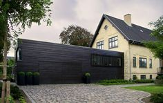 Image Future House, Facade, Garage Doors, Villa, Cabin, Mansions, Architecture, House Styles, Outdoor Decor