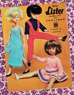 Original Vintage 1960s Sindy 'GROOVY CHICKS' Knitting Knitted Dolls, Knitted Bags, Vintage Knitting, Vintage Crochet, Sindy Doll, Retro Toys, 70s Toys, Barbie Patterns, Little Doll