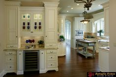 English Cottage style home by Battaglia Homes
