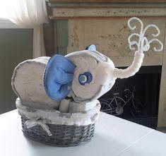 Baby Shower Nappy Cake, Diaper Cake Boy, Baby Shower Diapers, Nappy Cakes, Baby Shower Crafts, Girl Baby Shower Decorations, Baby Shower Fun, Elephant Diaper Cakes, Elephant Baby