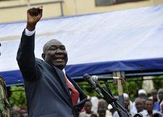 Longtemps considéré comme théâtre de nombreux conflits internes, la République Centrafricaine se résout finalement à rejoindre le panthéon des pays en quête de prospérité. Par la seule volonté d'un homme…