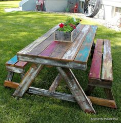 A Picnic Table made from Pallets and Reclaimed Wood Painted Picnic Tables, Pallet Picnic Tables, Diy Picnic Table, Pallet Patio, Pallet Furniture, Garden Furniture, Home Furniture, Rustic Furniture, Furniture Ideas