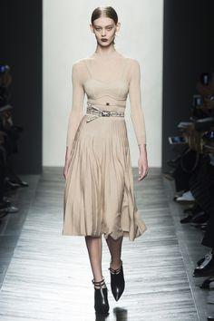 Bottega Veneta Fall 2016 Ready-to-Wear Fashion Show - Ondria Hardin