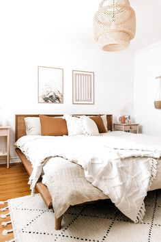 Add a lived-in boho vibe to your bedroom decor with soft linen bedding. Various colors and sizes available. Bedroom styling by This Wild Heart ( photography by Janet Kwan ( # Home Decor accessories Boho Bedroom Decor With Linen Bedding Boho Bedroom Decor, Boho Room, Home Bedroom, Boho Decor, Bedroom Romantic, 1920s Bedroom, Modern Bedroom, Minimalist Bedroom Boho, Master Bedroom
