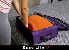 Cleverly put a lot of clothes in a suitcase Diy Clothes Life Hacks, Diy Clothes And Shoes, Clothing Hacks, Amazing Life Hacks, Simple Life Hacks, Useful Life Hacks, Diy Fashion Hacks, Packing Clothes, Diy Organisation