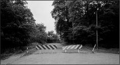 So endete einst die Oranienburger Chaussee. Heute führt sie durch den Wald ins brandenburgische Hohen Neuendorf. Aufgenommen wurde das Foto am 15.8.1981.
