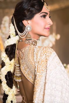 Ideas For Indian Bridal Hair Style Updo Sonam Kapoor Wedding Looks, Bridal Looks, Bridal Style, Wedding Pictures, Sonam Kapoor Wedding, Indian Wedding Hairstyles, Indian Bridal Makeup, Braut Make-up, Outfit Trends