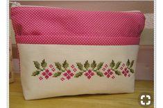 L'immagine può contenere: spazio al chiuso Cross Stitch Letters, Cross Stitch Borders, Cross Stitch Designs, Cross Stitching, Cross Stitch Embroidery, Embroidery Patterns, Patchwork Bags, Quilted Bag, Cross Stitch Needles